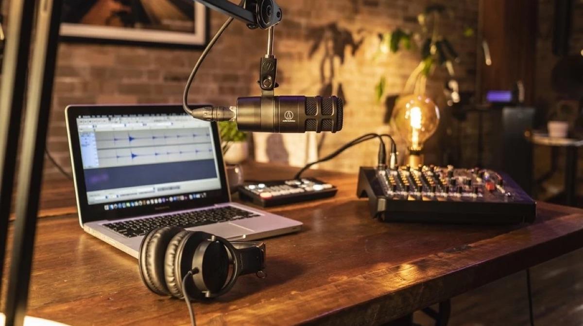 El Audio-Technica AT-2040 un excelente micrófono para comenzar un pódcast